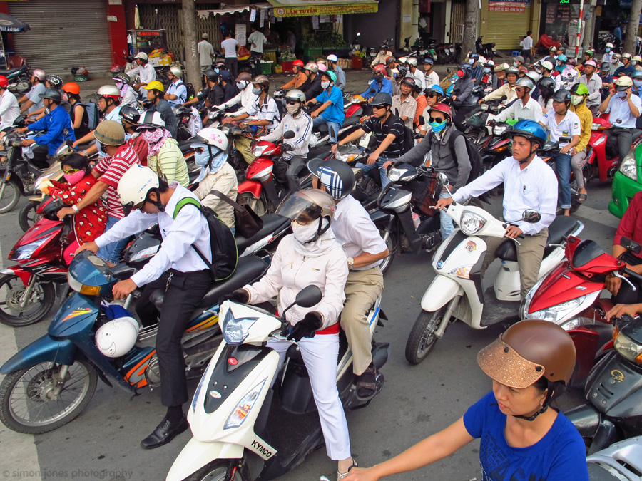 vietnam rush hour, vietnam traffic, vietnam motorbike, vietnam game, game industry in vietnam